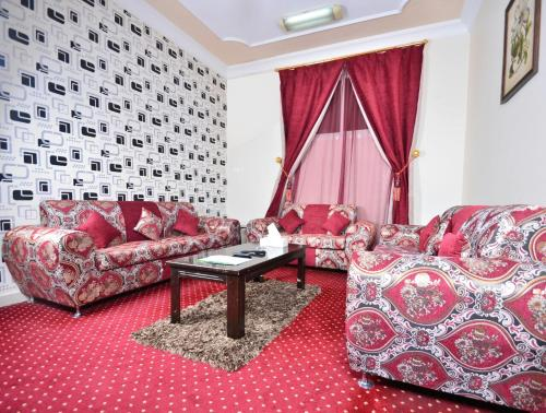 Uma área de estar em Night For You Suite Apartment 1 (Families Only)