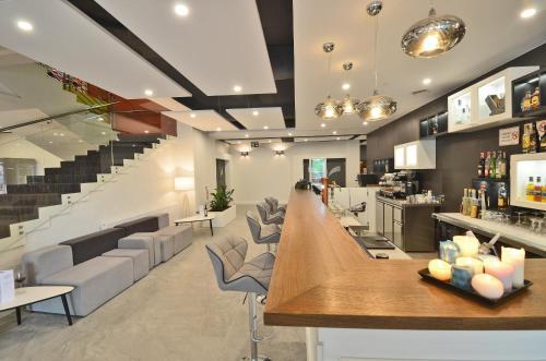 The lounge or bar area at Hotel Krosno-Nafta