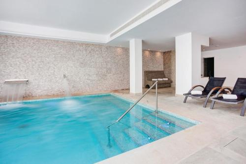 Der Swimmingpool an oder in der Nähe von Grupotel Farrutx