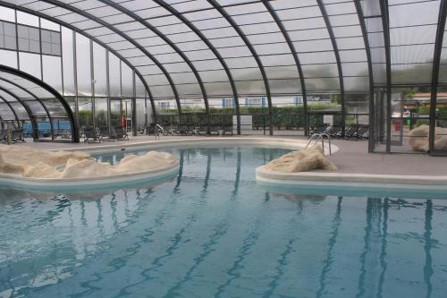 The swimming pool at or near Camping des Roses