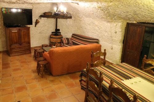 El salón o zona de bar de Casa Rural La Bodega De Marina