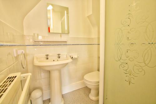 A bathroom at The Palmerston Rooms