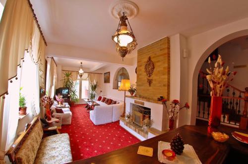 A seating area at Villa-Hotel Escala