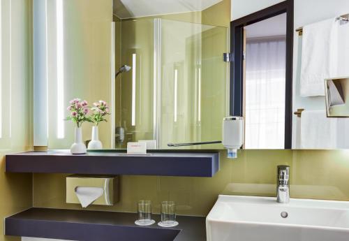 Ein Badezimmer in der Unterkunft IntercityHotel Hamburg Altona