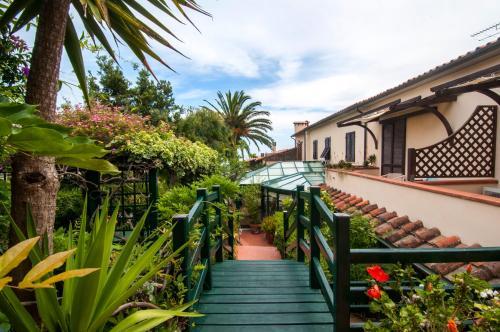 A balcony or terrace at Hotel Cernia Isola Botanica