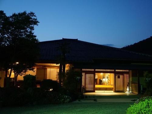 割烹旅館 桃山にある庭