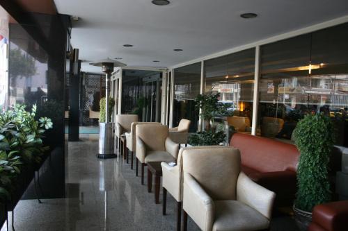 The lounge or bar area at Çukurova Park Hotel
