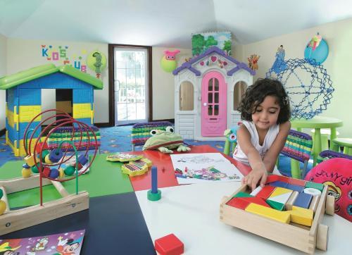 منطقة لعب الأطفال في فندق موڤنبيك الكويت