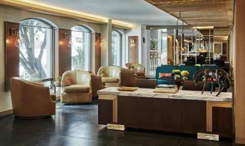 The lounge or bar area at Four Seasons Hotel Bogotá