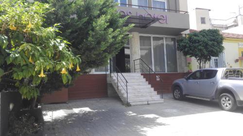 The facade or entrance of Feevos