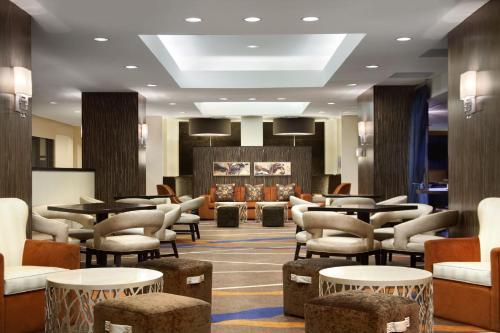 Salone o bar di Hilton New York JFK Airport Hotel