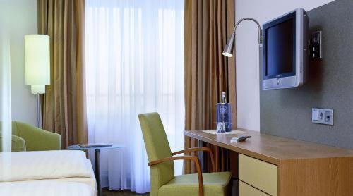 A television and/or entertainment center at Overnight Tagungshotel im ABZ