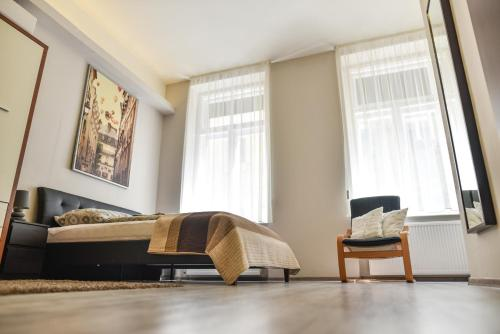 A bed or beds in a room at Corvin Point Rooms and Apartments