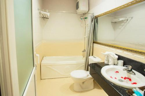 A bathroom at Aquarius Hotel