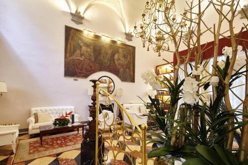 O saguão ou recepção de Golden Tower Hotel & Spa