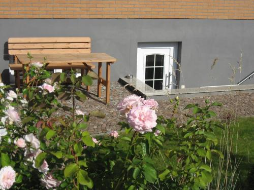 A porch or other outdoor area at Ferienwohnung Jena-Zoellnitz