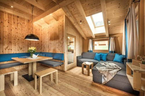 The lounge or bar area at Chalet Rudana