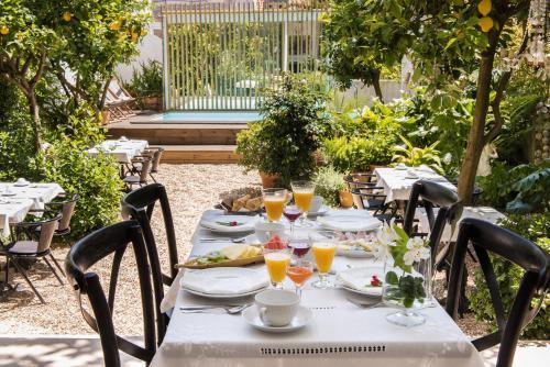 Een restaurant of ander eetgelegenheid bij Casa do Barao