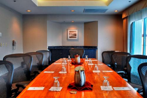 The business area and/or conference room at DoubleTree by Hilton San Diego Downtown
