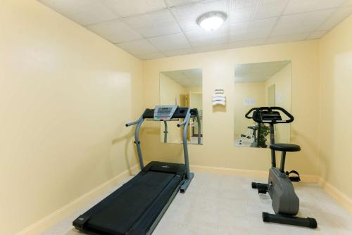 The fitness center and/or fitness facilities at Days Inn by Wyndham Philadelphia - Roosevelt Boulevard