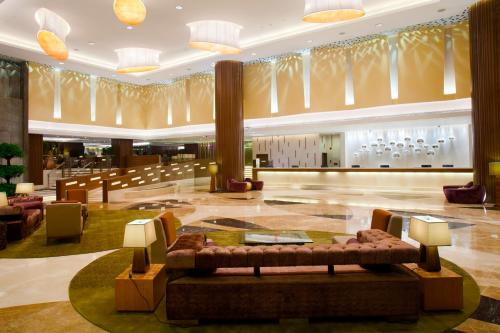 A restaurant or other place to eat at Crowne Plaza Guangzhou City Centre, an IHG Hotel