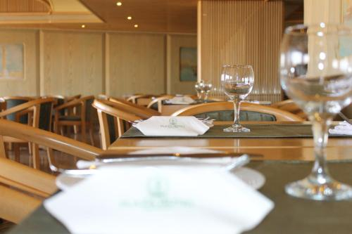 A restaurant or other place to eat at Plaza Hotel Alexandria