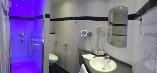 A bathroom at Landhotel Alberts