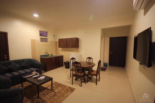 Uma área de estar em Orkid Arar Residential Units