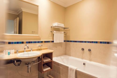 A bathroom at Sibaya Lodge
