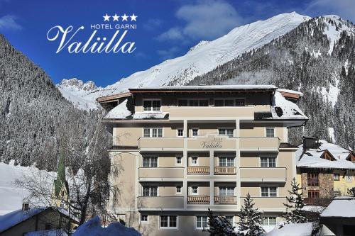Hotel Garni Valülla during the winter