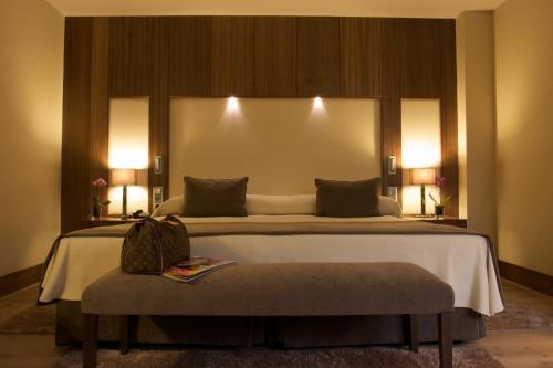 Cama o camas de una habitación en Gran Hotel Balneario De Puente Viesgo