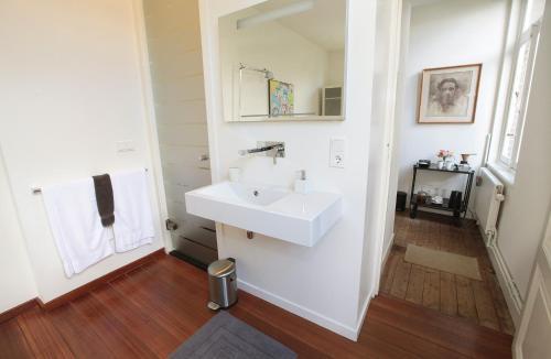 A bathroom at Le Home