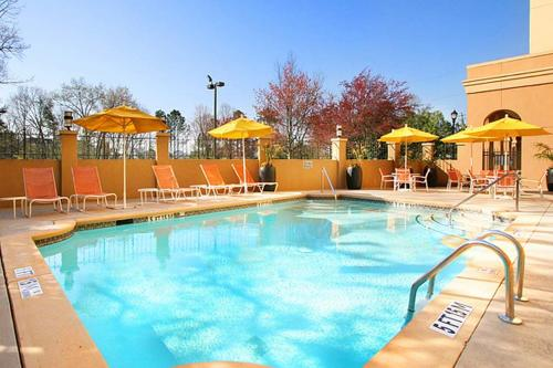 The swimming pool at or close to DoubleTree Suites by Hilton Atlanta-Galleria