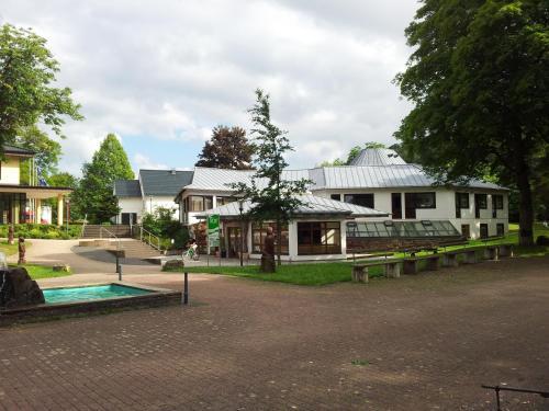 A garden outside Ferienwohnung Hack
