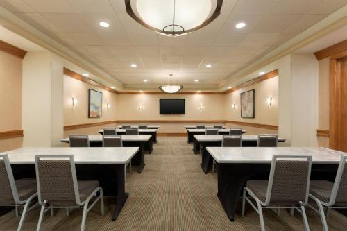 The business area and/or conference room at Hilton Suites Chicago/Oakbrook Terrace