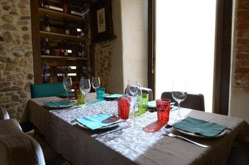 Un restaurante o sitio para comer en La Posada del Grifo