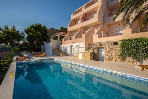 Bazén v ubytování Villa Perla nebo v jeho okolí