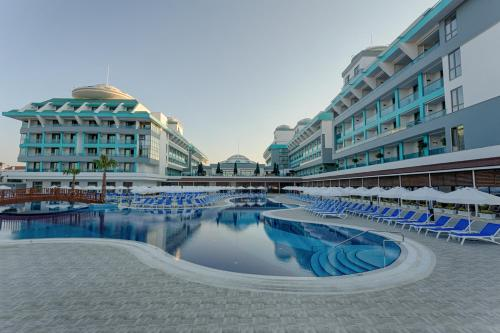 Bazen u ili blizu objekta Sensitive Premium Resort & Spa