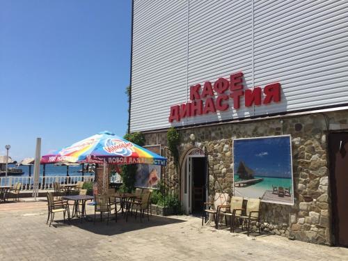 Ресторан / где поесть в Торнадо Яхт Клуб