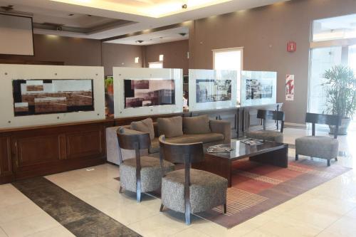 The lounge or bar area at Howard Johnson Sierras Hotel y Casino Alta Gracia