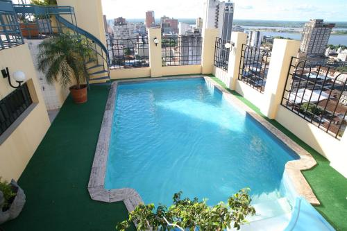 A view of the pool at Hotel Manduara or nearby