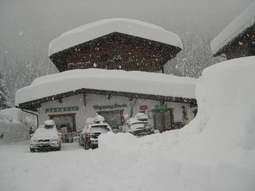 Affittacamere Pizzeria Marmolada during the winter