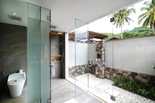 حمام في فندق ومنتجع كاتاماران