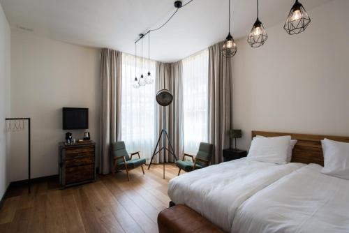 A bed or beds in a room at Boutique Hotel d'Oude Morsch