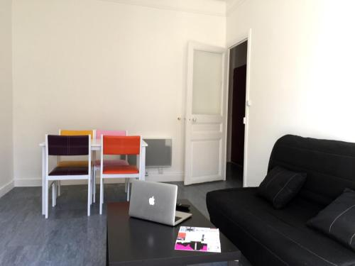 A seating area at Appartement Le Saint-Charles