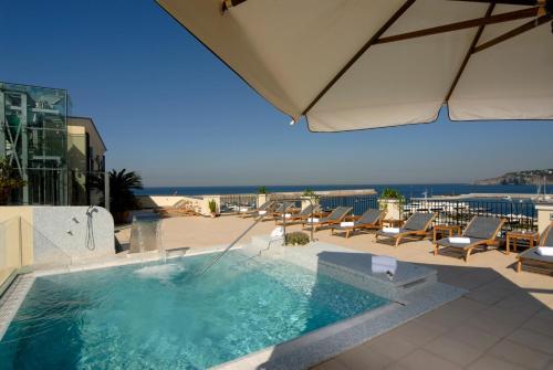 The swimming pool at or close to Hotel Villa Carolina