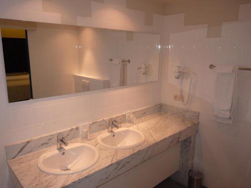 Een badkamer bij Hotel De Swaen