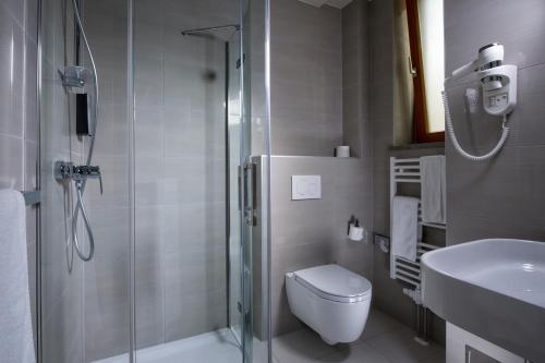 A bathroom at City Hotel Ljubljana