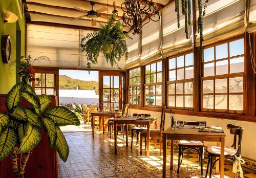 A restaurant or other place to eat at Casa Rural Villa Lola Y Juan