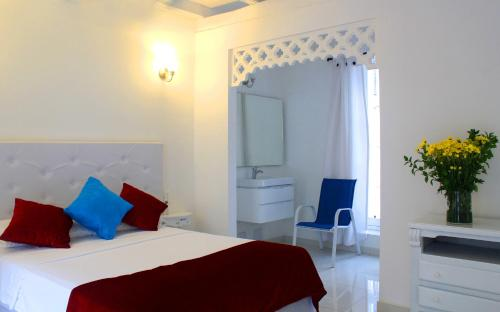 A bed or beds in a room at Hotel Casa Mara By Akel Hotels